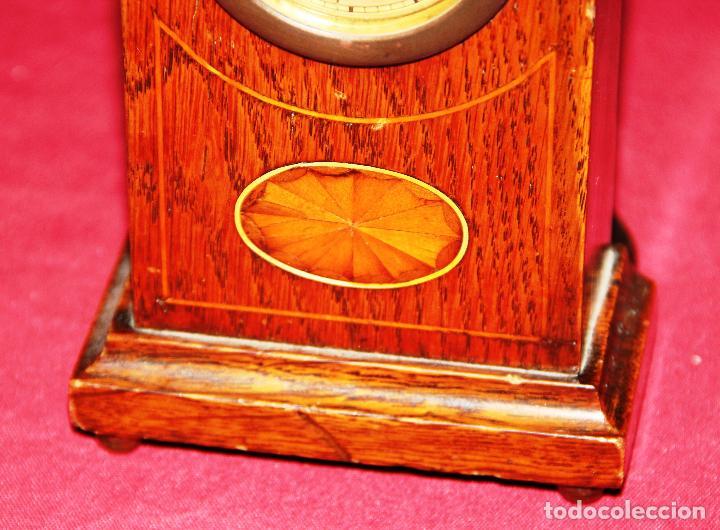 Relojes de carga manual: ANTIGUO RELOJ DE SOBREMESA DE MADERA - Foto 3 - 195302996