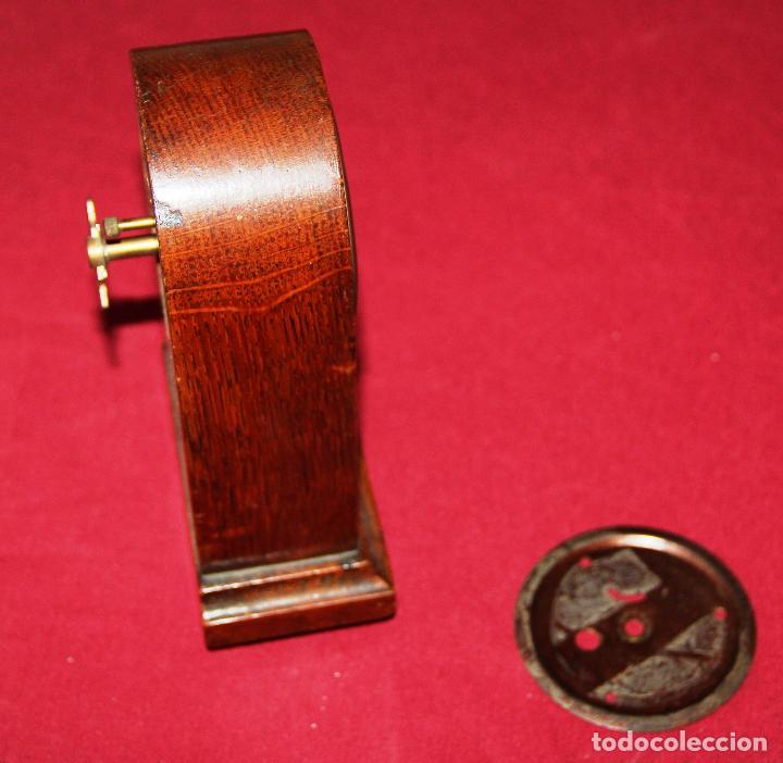 Relojes de carga manual: ANTIGUO RELOJ DE SOBREMESA DE MADERA - Foto 4 - 195302996