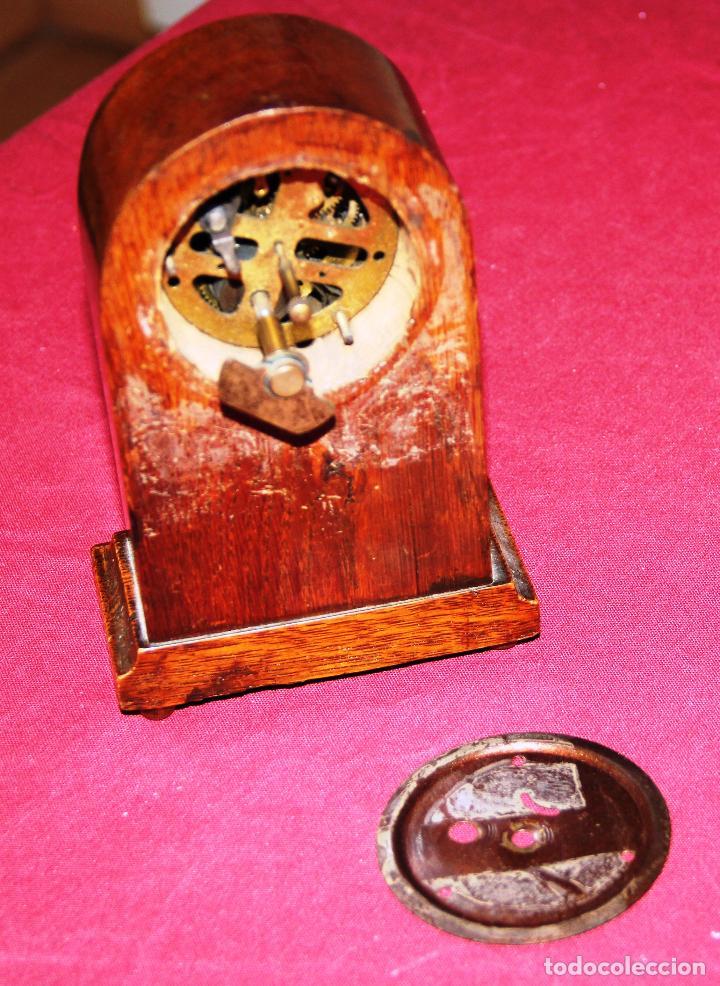 Relojes de carga manual: ANTIGUO RELOJ DE SOBREMESA DE MADERA - Foto 6 - 195302996