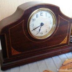 Relojes de carga manual: RELOJ DE CHIMENEA EN MADERA. AÑOS 60-70.. Lote 195397650