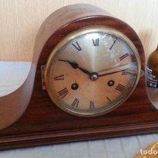 Relojes de carga manual: RELOJ DE CHIMENEA EN MADERA. AÑOS 60-70.. Lote 195398353