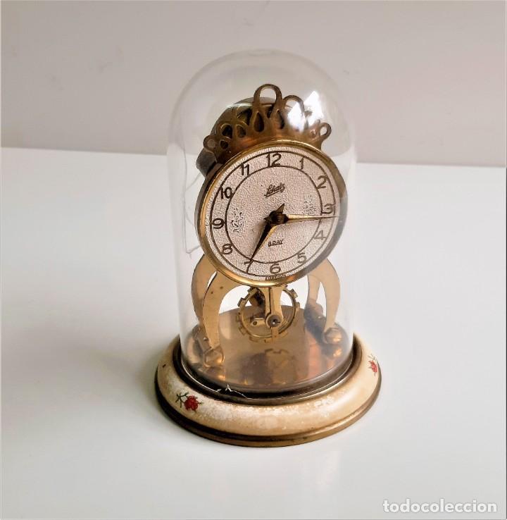 RELOJ VINTAGE SOBREMESA MECANICO A CUERDA METAL CON CUPULA METACRILATO - 16.CM ALTO (Relojes - Sobremesa Carga Manual)