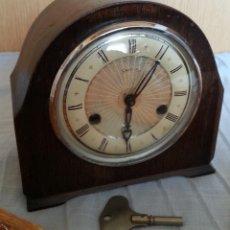 Relojes de carga manual: RELOJ DE CHIMENEA EN MADERA. AÑOS 60-70.MARCA SMITHS. Lote 196603343