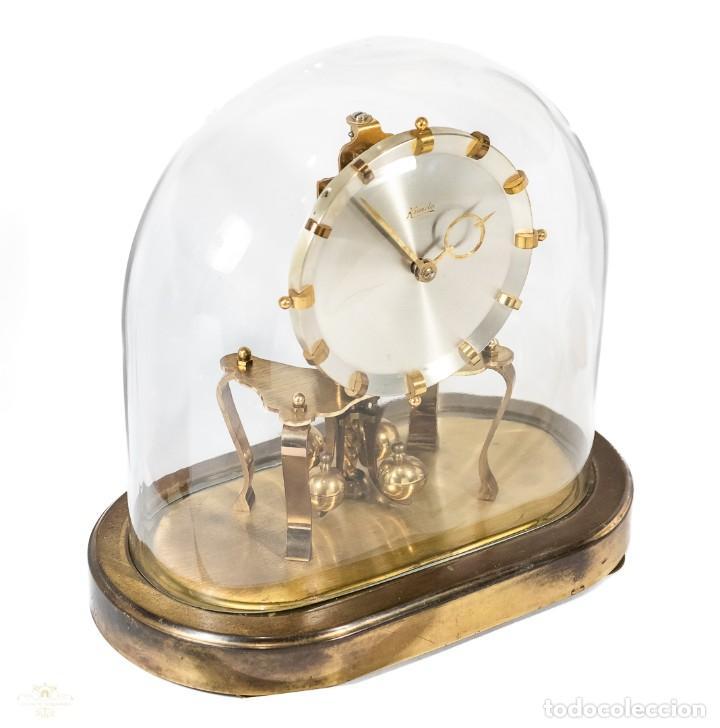 Relojes de carga manual: ANTIGUO RELOJ DE SOBREMESA DE LA MARCA KUNDO, DE CUERDA MANUAL DE ORIGEN ALEMÁN FUNCIONANDO - Foto 2 - 198331203