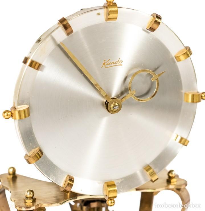 Relojes de carga manual: ANTIGUO RELOJ DE SOBREMESA DE LA MARCA KUNDO, DE CUERDA MANUAL DE ORIGEN ALEMÁN FUNCIONANDO - Foto 4 - 198331203