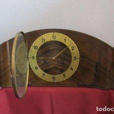 Relojes de carga manual: RELOJ ANTIGUO DE CHIMENEA MECÁNICO DE MESA ALEMÁN ANTIGUO MARCA JUNGHANS DA CAMPANADAS Y FUNCIONA. Lote 198457911