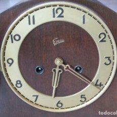 Relojes de carga manual: UN RELOJ DE MADERA PARA BUFFET, SIN CRISTAL UN RELOJ PARA LA CHIMENEA CON 4 BARRAS DE APROX. 44 CM.. Lote 199765928