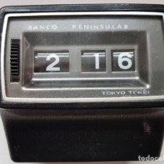 Relojes de carga manual: RELOJ SOBREMESA VENTANILLAS,CORTINILLAS BANCO PENINSULAR FUNCIONANDO DIFICILISIMO. Lote 200548460