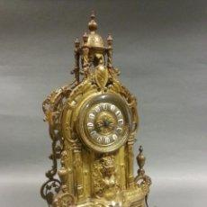 Relojes de carga manual: RELOJ DE SOBREMESA DE BRONCE DORADO FRANCÉS CON CUPULA, SIGLO XIX. Lote 189250262