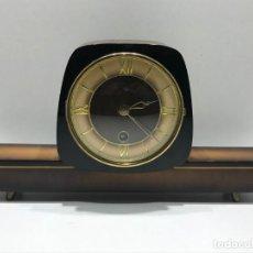 Relógios de carga manual: RELOJ DE SOBREMESA A CUERDA REALIZADO EN MADERA FABRICADO EN WESTERN GERMANY. Lote 204840221