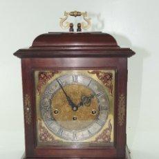 Relógios de carga manual: RELOJ TIPO BRACKET INGLÉS EN MADERA Y BRONCE, S. XX, FIRMADO EN LA ESFERA MARTON & GAIN. Lote 204997842