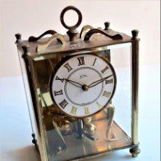 Relojes de carga manual: RELOJ MECANICO ACRISTALADO - 17.CM ALTO X 12 X 8.5.CM. Lote 206169752
