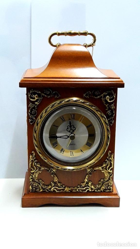 Relojes de carga manual: RELOJ VINTAGE DE SOBREMESA LAFUENTE EN MADERA DE HAYA Y ADORNOS DE BRONCE DE CUARZO Y NUEVO - Foto 2 - 208035473