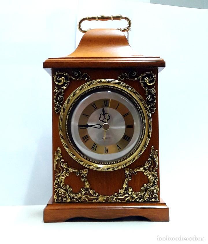 Relojes de carga manual: RELOJ VINTAGE DE SOBREMESA LAFUENTE EN MADERA DE HAYA Y ADORNOS DE BRONCE DE CUARZO Y NUEVO - Foto 3 - 208035473