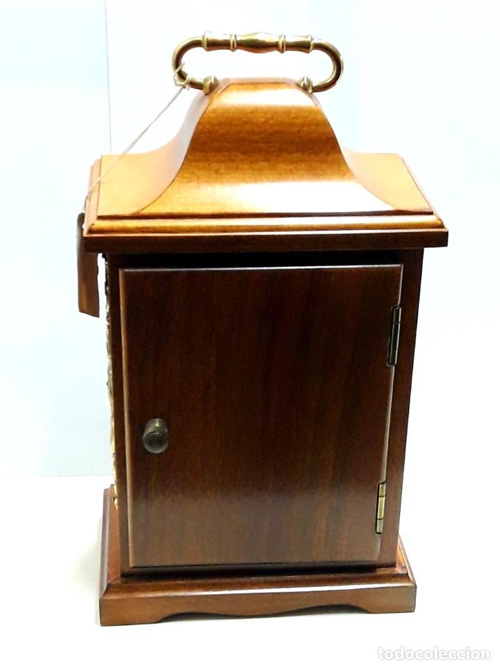 Relojes de carga manual: RELOJ VINTAGE DE SOBREMESA LAFUENTE EN MADERA DE HAYA Y ADORNOS DE BRONCE DE CUARZO Y NUEVO - Foto 5 - 208035473