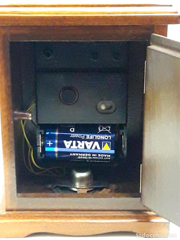 Relojes de carga manual: RELOJ VINTAGE DE SOBREMESA LAFUENTE EN MADERA DE HAYA Y ADORNOS DE BRONCE DE CUARZO Y NUEVO - Foto 7 - 208035473