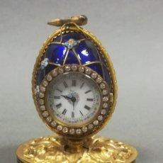 Relojes de carga manual: RELOJ SOBREMESA INGLES TIPO HUEVO FABERGÉ ESMALTE Y BRONCE. Lote 189255982