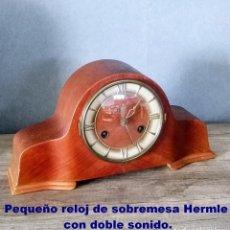 Relojes de carga manual: PEQUEÑO RELOJ DE SOBREMESA HERMLE CON DOBLE SONIDO.. Lote 208911252
