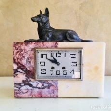 Relojes de carga manual: ANTIGUO RELOJ ART DECO FRANCES DE MARMOL DE SOBREMESA CON FIGURA DE PERRO PASTOR ALEMAN ARTDECO. Lote 215599873