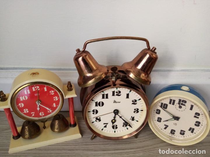 Relojes de carga manual: LOTE DE RELOJES DESPERTADORES DE SOBREMESA A CUERDA MICRO Y WEST GERMANY - Foto 2 - 216706282