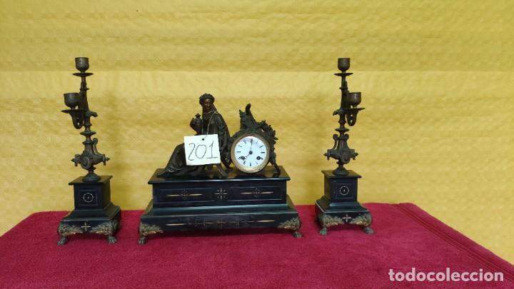 Relojes de carga manual: GUARNICIÓN DE RELOJ Y DOS CANDELABROS CUATRO LUCES SIGLO XIX, 6000-201 - Foto 2 - 43452509