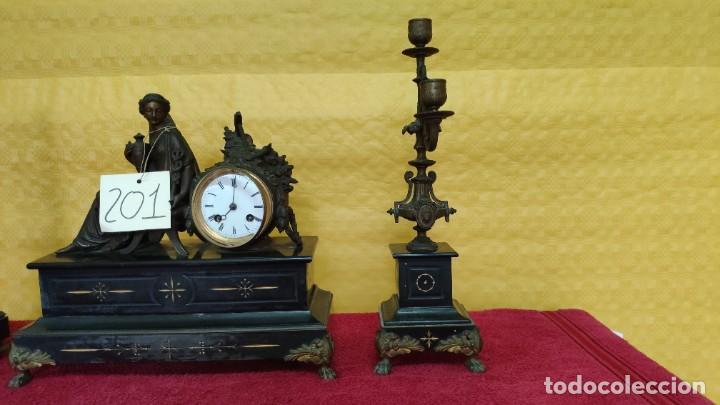 Relojes de carga manual: GUARNICIÓN DE RELOJ Y DOS CANDELABROS CUATRO LUCES SIGLO XIX, 6000-201 - Foto 3 - 43452509