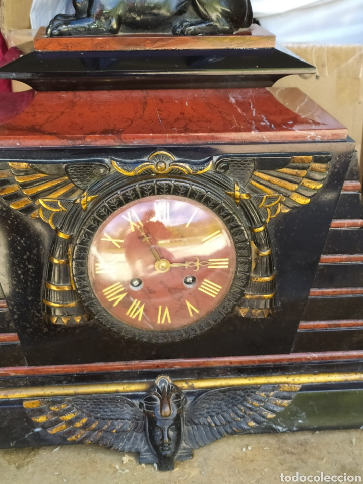 Relojes de carga manual: Impresionante reloj bronce y mármol motivo egipcio (Francia) circa 1820 con jarrones - Foto 8 - 217910065