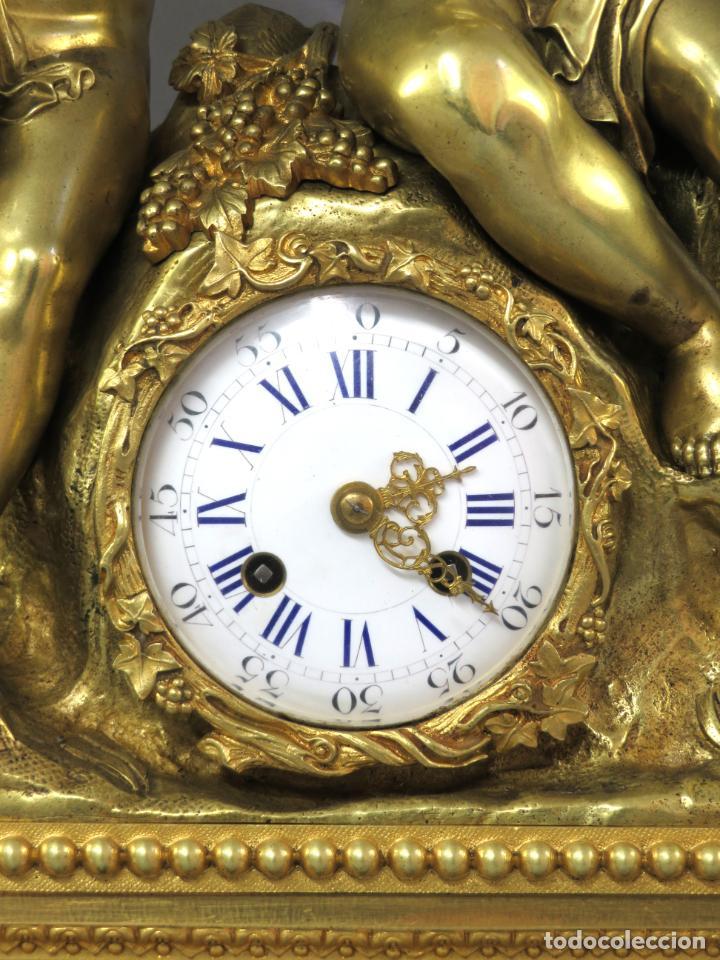 Relojes de carga manual: Reloj de sobremesa Napoleón III de cupidos en bronce dorado París porcelana Francia siglo XIX - Foto 4 - 218098693