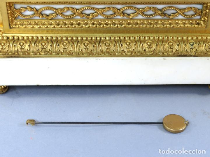 Relojes de carga manual: Reloj de sobremesa Napoleón III de cupidos en bronce dorado París porcelana Francia siglo XIX - Foto 8 - 218098693