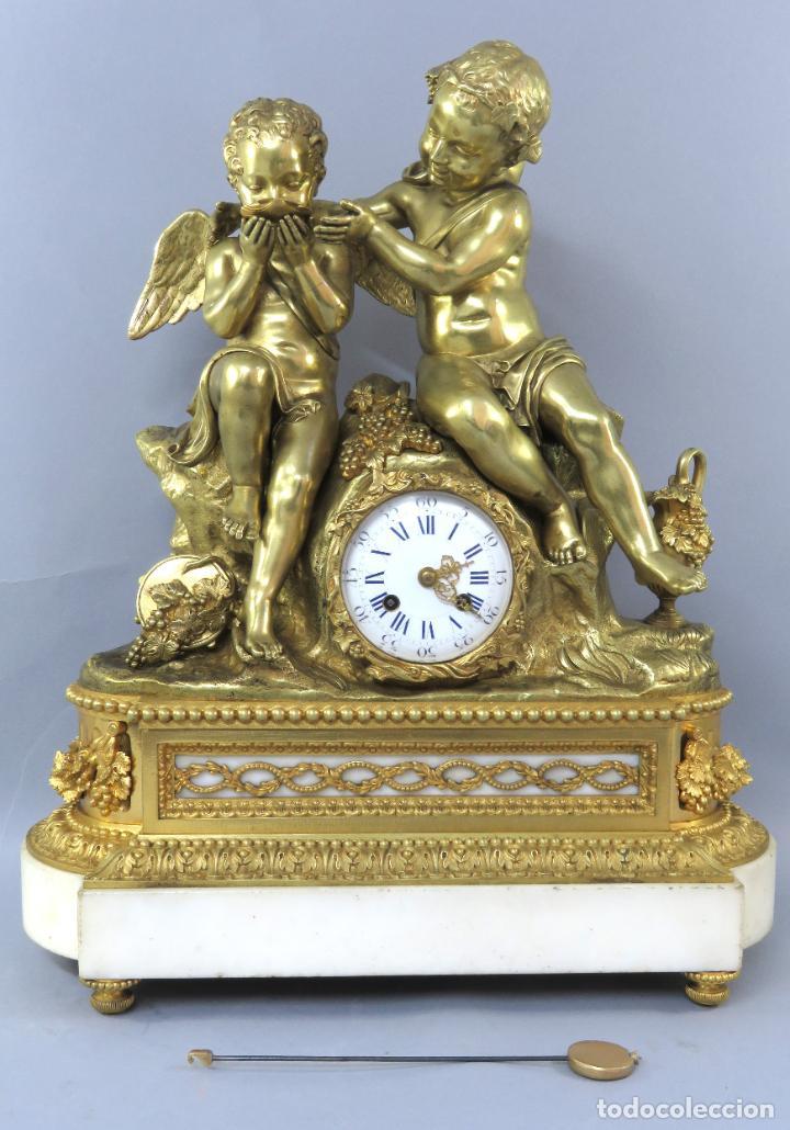 RELOJ DE SOBREMESA NAPOLEÓN III DE CUPIDOS EN BRONCE DORADO PARÍS PORCELANA FRANCIA SIGLO XIX (Relojes - Sobremesa Carga Manual)