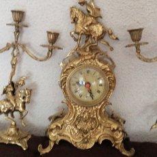 Horloges à remontage manuel: ANTIGUO Y PRECIOSO RELOJ DE SOBREMESA CON GUARNICIÓN FUNDICIÓN EN BRONCE MÁQUINA ALEMANA. Lote 218884491