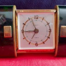 Relojes de carga manual: RELOJ DESPERTADOR DE VIAJES SUIZO MARCA EUROPA AÑOS 50 FUNCIONA PERFECTAMENTE. Lote 219981768