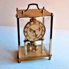 Relógios de carga manual: RELOJ ALEMAN SOBREMESA METAL KUNDO PENDULO - 22.CM ALTO - CUPULA CRISTAL CUADRADO. Lote 220524032