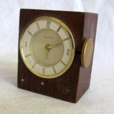 Relógios de carga manual: RELOJ SUIZO ALARM DE SOBREMESA, MADERA, CARGA MANUAL, FUNCIONANDO. Lote 220665801