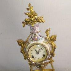 Relojes de carga manual: ESPECTACULAR RELOJ MARÍA ANTONIETA PORCELANA Y BRONCE AL MERCURIO ORO FINO. Lote 220953910