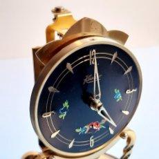 Relojes de carga manual: RELOJ ALEMAN SOBREMESA METAL KUNDO PENDULO - 17.CM ALTO - CUPULA CRISTAL. Lote 221318006