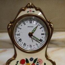 Relógios de carga manual: RELOJ DE SOBREMESA CON ALARMA MUSICAL ALEMAN A CUERDA. Lote 221490740