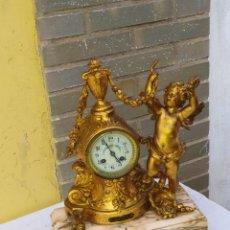 Relógios de carga manual: PRECIOSO RELOJ FRANCÉS NIÑO ÁNGEL CIRCA 1840 CALAMINA BAÑADA EN BRONCE EL MERCURIO Y MÁRMOL. Lote 222168453