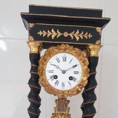 Relojes de carga manual: RELOJ PÓRTICO ANTIGUO BUEN ESTADO DETALLES DE BRONCE AL MERCURIO ORO FINO FUNCIONA ALTA COLECCIÓN. Lote 222778341