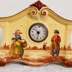 Relojes de carga manual: RELOJ FOREIGN DE SOBREMESA DE CERAMICA PINTADA A MANO. Lote 223861236