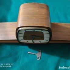 Relojes de carga manual: MAGNIFICO RELOJ ANTIGUO DE CHIMENEA WESTMINSTER 57 X 14 CM VER VIDEO. Lote 223868107