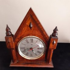 Relojes de carga manual: ANTIGUO RELOJ DESPERTADOR DE SOBREMESA DE MADERA TIPO CAPILLA CARGA MANUAL.MADE IN CHINA. Lote 225257525