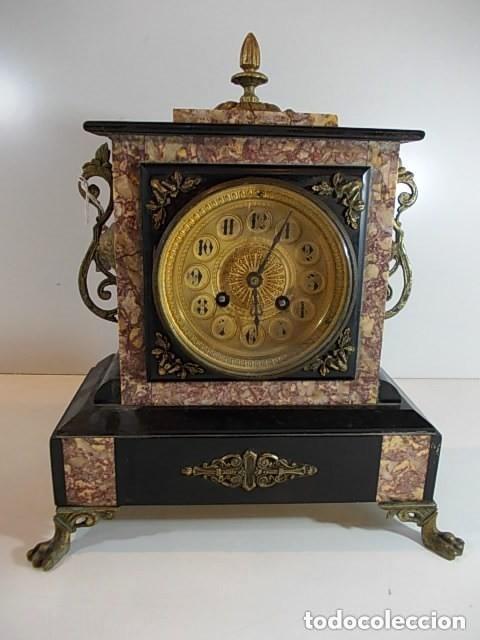 ANTIGUO Y ESPECTACULAR RELOJ III IMPERIO EN MARMOLES DIFERENTES MAQUINARIA FRANCESA DECOR BRONCES (Relojes - Sobremesa Carga Manual)