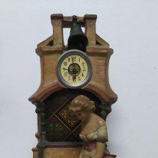 Relojes de carga manual: FIGURA ART DECÓ DE TERRACOTA CON RELOJ Y LÁMPARA. Lote 214636465