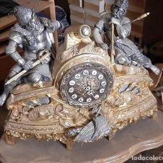 Relojes de carga manual: RELOJ DE BRONCE Y CANDELABROS. Lote 230291155