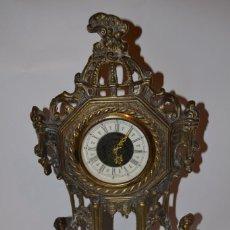 Relojes de carga manual: RELOJ DE SOBREMESA DE WEST GERMANY. ES DE BRONCE Y FUNCIONA A CUERDA. Lote 231083205
