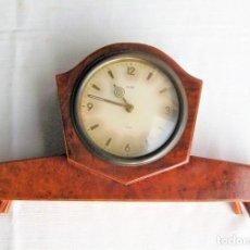 Relojes de carga manual: RELOJ DE SOBREMESA WUBA DE CUERDA 8 DÍAS FUNCIONANDO PERFECTAMENTE EN MADERA NOBLE. Lote 235346860