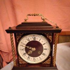 Relojes de carga manual: PRECIOSO RELOJ DE SOBREMESA DE MADERA CON DECORACIONES DE BRONCE, ESFERA ESMALTADA, FRANCÉS.. Lote 235575920