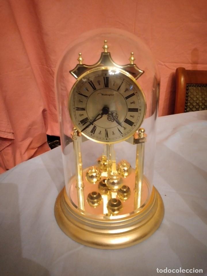 RELOJ SOBREMESA MARCA WELLINGTON (TIPO KUNDO) QUARTZ GERMANY. FUNCIONA A PILAS (Relojes - Sobremesa Carga Manual)