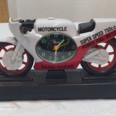 Relojes de carga manual: BONITO RELOJ MOTO PARIS ---DAKAR AÑOS 80 FUNCIONANDO. Lote 236570785
